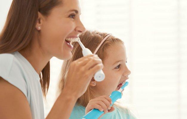 Naj ščetkanje zob postane družinska zabava!